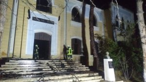 Denizli'de 91 yıllık tarihi okul binasında çıkan yangın söndürüldü
