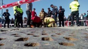 İzmir'de ilginç olay: Girdiği mazgalda sıkışıp kaldı