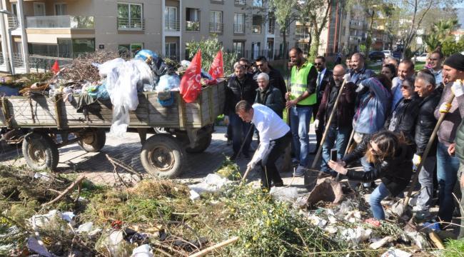 Menemen Belediye Başkanı Tahir Şahin'in Toplatmadığı Çöpleri CHP Adayı Aksoy Toplattı