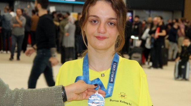 ABD'de altın madalya kazanan Sümeyye Boyacı, yurda döndü