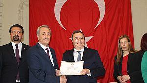 Başkan Batur mazbatasını aldı