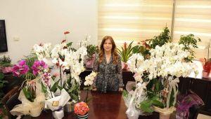Başkan Çalkaya'dan şehit ailelerine çiçek!
