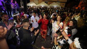 Başkan Sengel, romanlar gecesini halkın içinde izledi