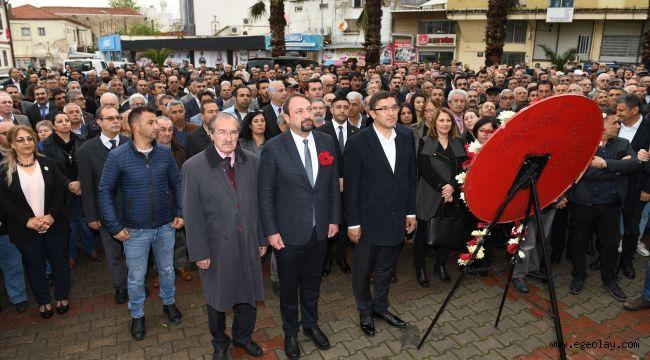 Başkan Utku Gümrükçü Atatürk Anıtına Çelenk Sundu