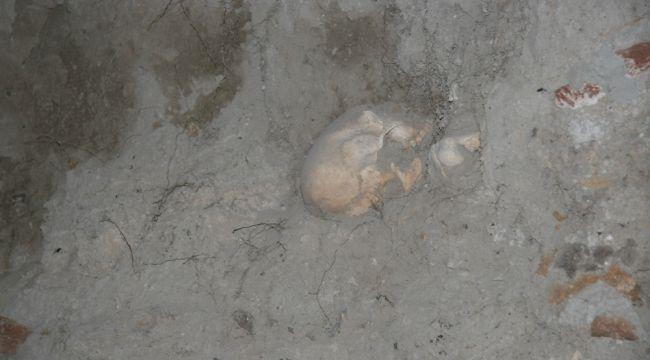 Boş arazide ortaya çıkan insan kemikleri korkuttu