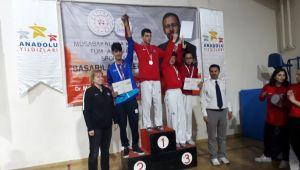 Çiğli Belediyesi tekwondo sporcusu Eskişehir'e madalya ile döndü