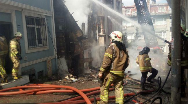 Çöken binanın altında kalmaktan son anda kurtuldu