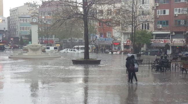 Çorlu'da sağanak yağış