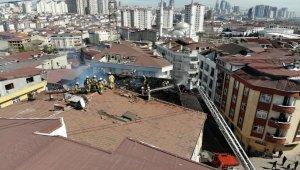 Esenyurt'ta bir binanın çatı katı alev alev yandı