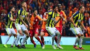 Fenerbahçe yabancılarla, Galatasaray yerlilerle