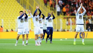 Fenerbahçeli futbolcular sahaya 'Can Bartu' ile çıktı