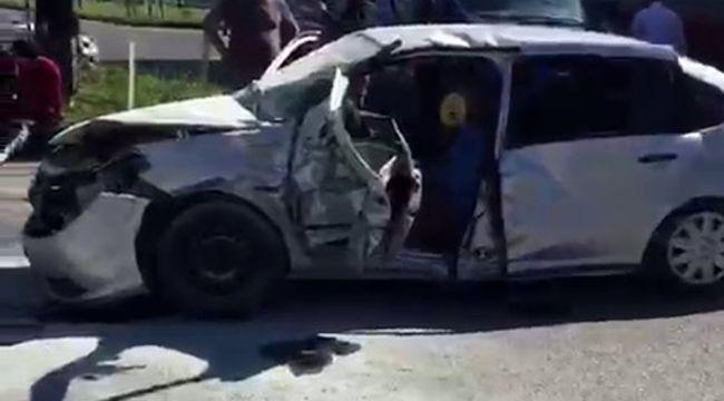 Gaziantep'te iki otomobil çarpıştı: 3 ölü, 13 yaralı