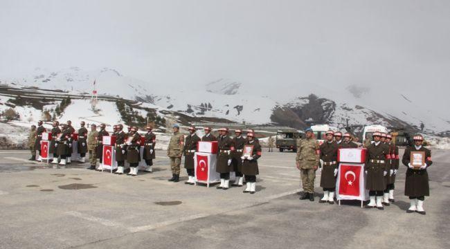 Hakkari'de şehitler için tören düzenlendi