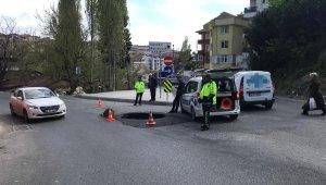 İçerenköy'de yol çöktü