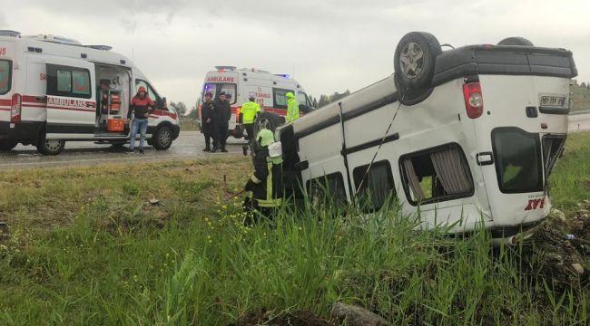 İşçileri taşıyan minibüs devrildi: 7 yaralı