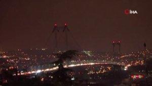 İstanbul'un simgelerinin ışıkları söndürüldü