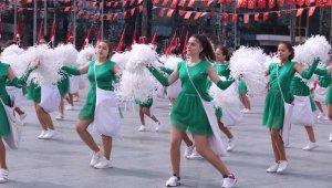 İzmir'de 23 kutlamalarında görsel şölen
