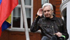 Julian Assange, İngiliz polisi tarafından gözaltına alındı