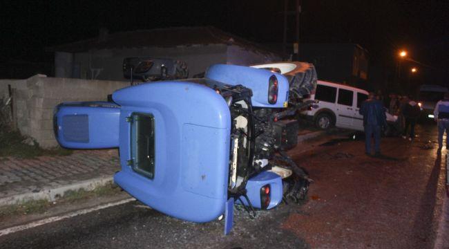 Kamyonet traktöre çarptı: 4 yaralı