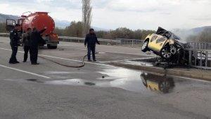 Kaza yapan otomobilde feci ölüm