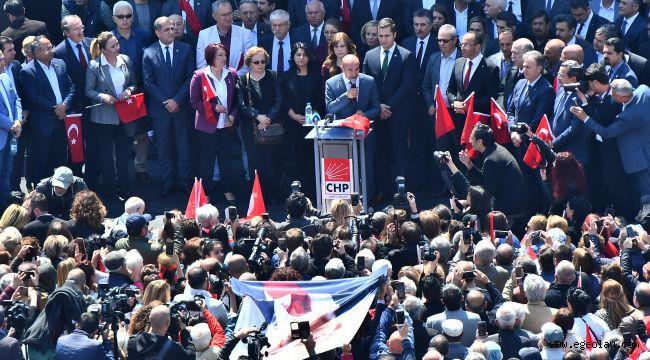 Kılıçdaroğlu'na yapılan saldırıyı İzmirliler Konak Meydanı'nda protesto etti