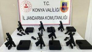 Konya'da 7 adet glock marka silah kaçak yolla satılırken ele geçirildi