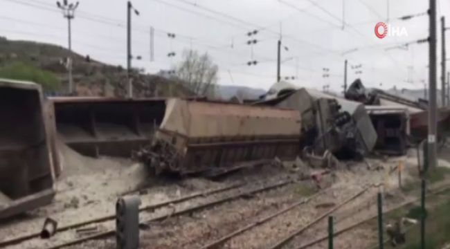Malatya'da yük treni devrildi: 2 yaralı