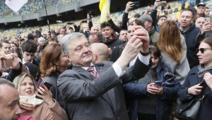 Poroşenko'nun halk önünde tartışmaya davet ettiği Zelenskiy gelmedi