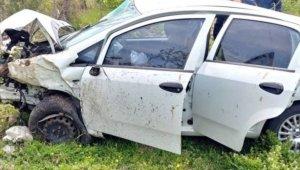 Sağlıkçıların bulunduğu otomobil devrildi: 4 yaralı