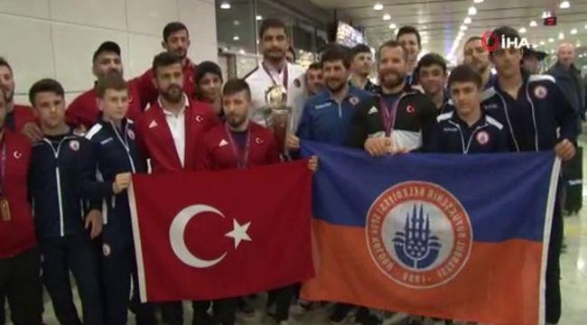 Serbest Güreş Milli Takımı, İstanbul'a geldi