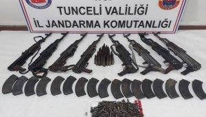 Silah dolu 2 sığınak imha edildi
