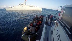 Şişme lastik botta 15'i çocuk 41 mülteci yakalandı