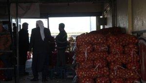 Soğan çalan hırsızlar kameraya yansıdı