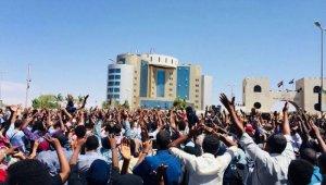 Sudan'da cumhurbaşkanının istifası isteniyor