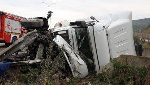 TEM'de feci kaza: 20 kilometrelik araç kuyruğu oluştu