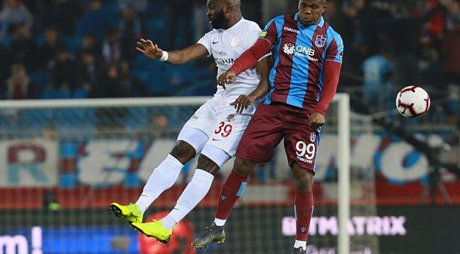 Trabzonspor'da, Nwakaeme seriye bağladı