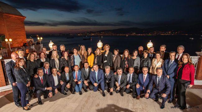 Tunç Soyer, İzmir'in ilçe belediye başkanlarıyla buluştu