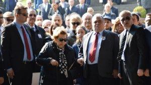 Turgut Özal, vefatının yıl dönümünde kabri başında anıldı