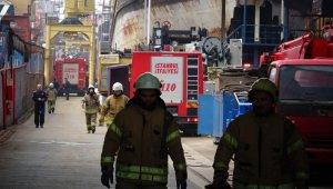 Tuzla'da bir tersanede gemi yangını