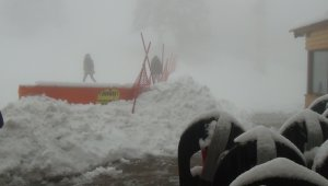 Uludağ'a Nisan karı...