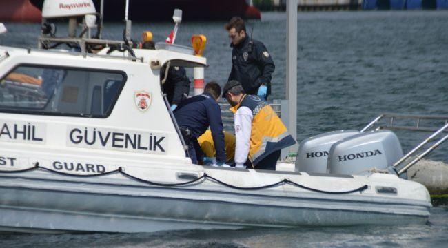 Yenikapı İDO iskelesinde denizden erkek cesedi çıkarıldı