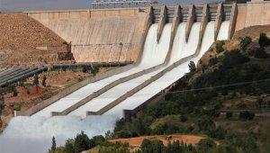 15 yıl sonra Keban Barajı'nda 3 savak daha açıldı