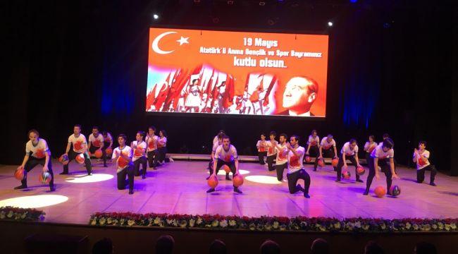 19 Mayıs'ın 100'üncü yılı İstanbul'da çeşitli etkinliklerle kutlandı