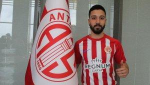 Antalyaspor'da Tarık Çamdal'ın sözleşmesi 1 yıl uzatıldı