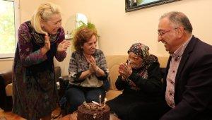Atatürk'ü gören Naciye nineye sürpriz doğum günü