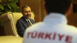 Bakan Kasapoğlu milli tekvandocuları ağırladı