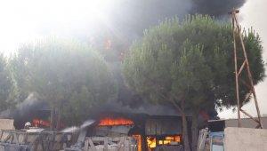 Bodrum'daki iş yeri yangınında alevler metrelerce yükseldi