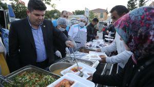 Buca'da ilk iftar Kasaplar Meydanı'nda