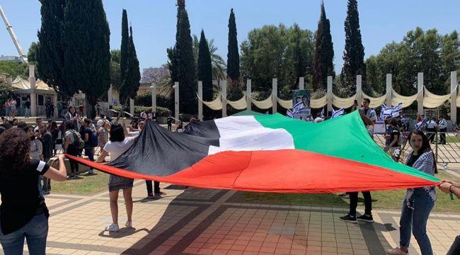 Filistinli öğrenciler, işgalin 71'inci yılını andı