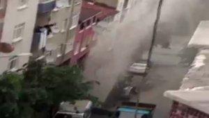 Gaziosmanpaşa'da boru patladı, su metrelerce yükseğe fışkırdı